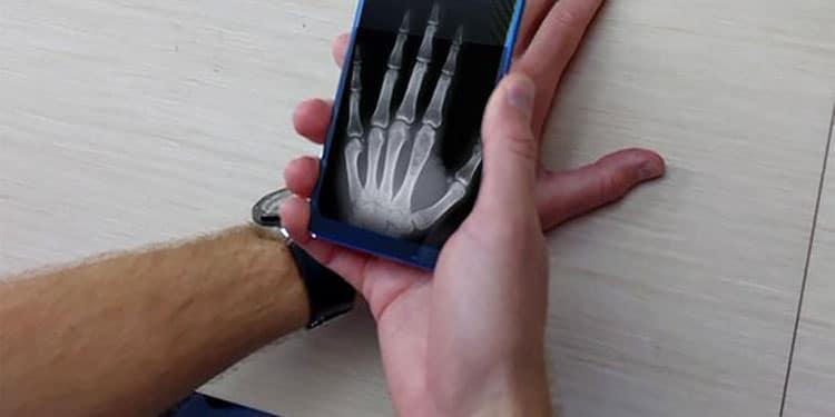 Pocophone F1 и Xiaomi Mi 8 тоже обладают «рентгеновским» зрением